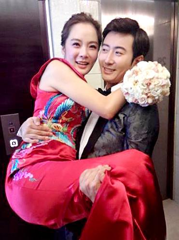 蔡琳梅開二度再嫁高梓淇。兩人婚禮以傳統中式古禮。p1026-a8-02