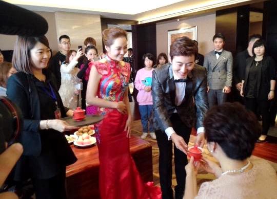 蔡琳梅開二度再嫁高梓淇。兩人婚禮以傳統中式古禮。p1026-a8-03