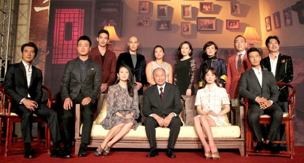 《太平輪:亂世浮生》導演與眾演員合影。p1033-a8-10